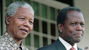 Nelson Mandela y Sidney Poitier