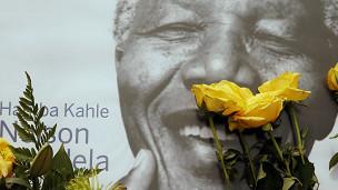 Foto de Mandela com flores