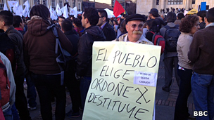 Manifestante en contra de la destitución del alcalde de Bogotá, Gustavo Petro