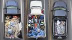 Hombres comparten caja de una camioneta durante el viaje en Cartagena, México