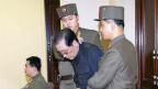 Чан Сон Тхэка выводят с заседания