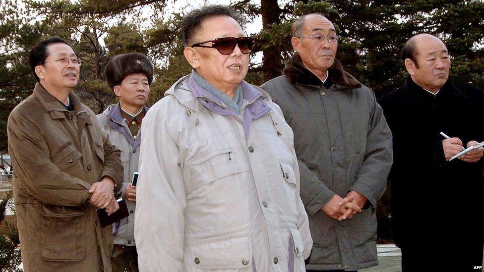 Chang Song-thaek en una foto con Kim Jong-il