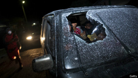 Автомобиль с разбитым стеклом