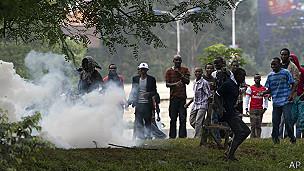 Estudiantes kenianos y gases lacrimógenos
