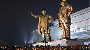 Estatuas de líderes norcoreanos