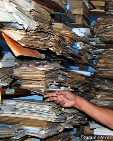Archivos en papel.  (Foto: Raquel Pérez)