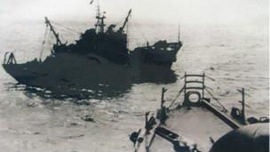 Tàu hải quân Trung Quốc tấn công Hoàng Sa