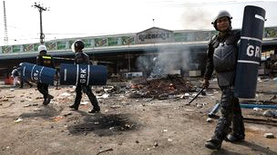 Policía en Camboya durante las protestas