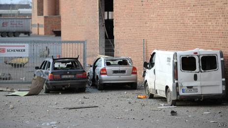 Машины, поврежденные взрывом
