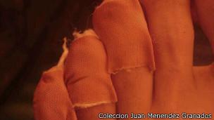 Dedos de los pies protegidos por apósitos