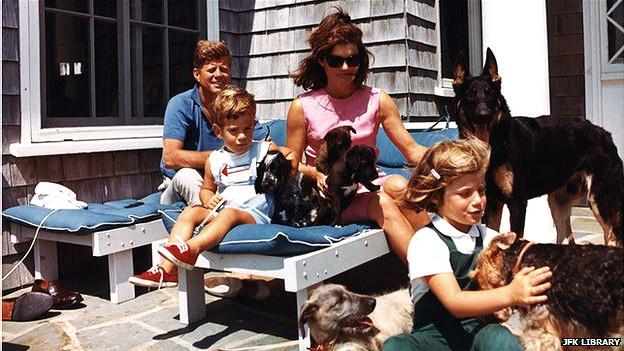 जॉन एफ़ कैनेडी अपने परिवार के साथ
