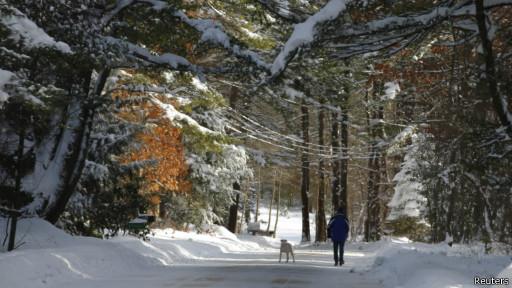 После снежного шторма в штате Массачусетс, США