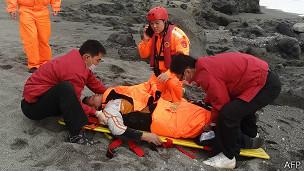 Спасатели на побережье Тайваня