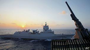 Embarcação com primeiro carregammento de armas químicas (AP)