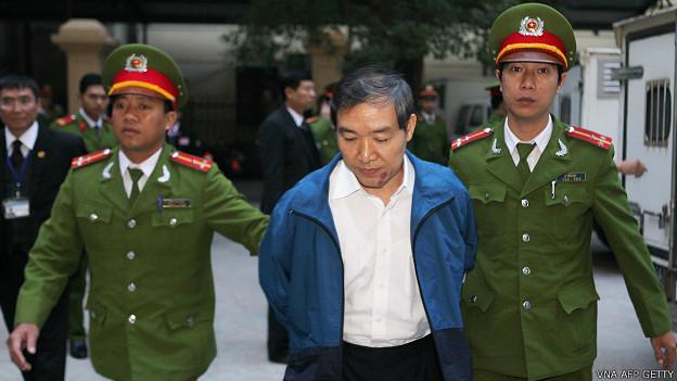 Ông Dương Chí Dũng bị giải ra tòa hôm 12/12/2013