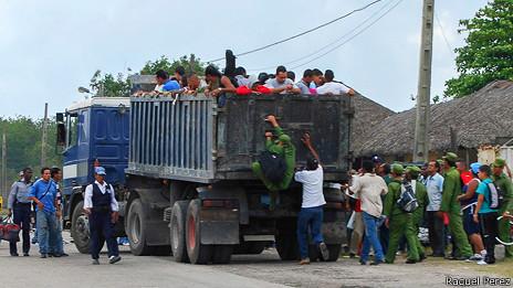 Camión con pasajeros
