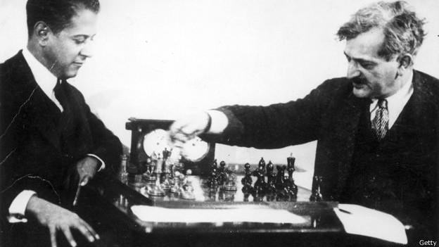 Хосе Рауль Капабланка (слева) и Эммануил Ласкер, 1923 год