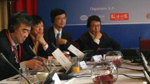 Ông Hồ Tích Tiến (thứ hai từ trái sang), Tổng biên tập Hoàn Cầu Thời báo, trực thuộc Nhân dân nhật báo của Đảng cộng sản TQ