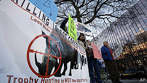 Protesta contra la subasta