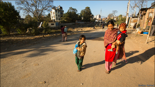 Семья на улице Катманду