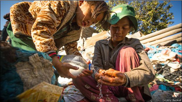 Мытье рук в Катманду