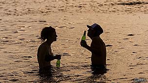 Gente en la playa en Melbourne