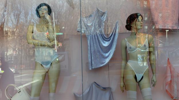 Manequins com pelos pubianos à mostra | Crédito: AFP