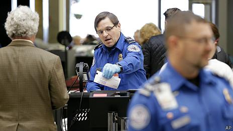 guardia en aeropuerto de EEUU