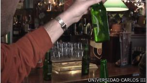 Experimento con espuma de cerveza en laboratorios de la Universidad Carlos III de Madrid