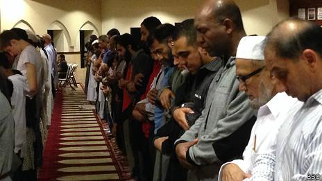 Rezando en la mezquita