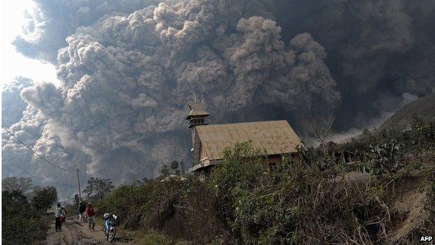 Erupción del monte Sinabung