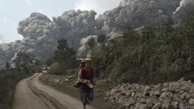 Erupción de volcán Sinabung