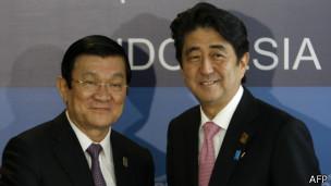 Ông Sang gặp Thủ tướng Nhật Shinzo Abe tại Hội nghị Thượng đỉnh APEC ở Indonesia hồi tháng 10/2013