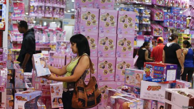 Loja na Venezuela forçada pelo governo a cortar preços em 50% (Reuters)