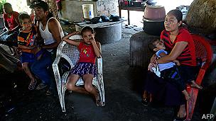 Familia de Ezequiel Córdova, náufrago mexicano que murió rumbo a Islas Marshall. Foto: AFP/Getty