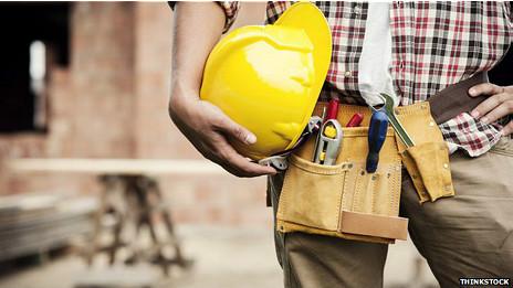 Hombre con herramientas de trabajo