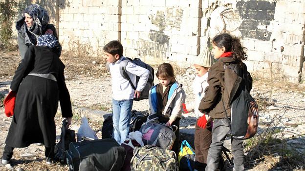 Civiles salen de Homs