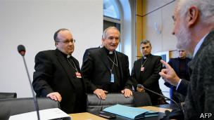 Interrotario de funcionarios de la Iglesia en la ONU