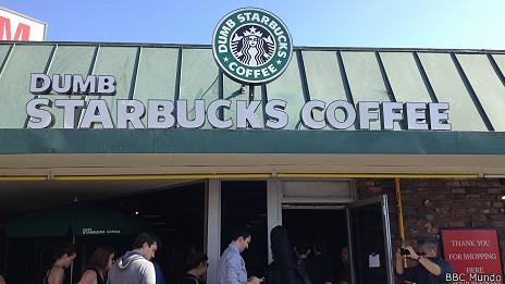 """Un Starbucks """"tonto"""" causa furor en Los Ángeles.."""