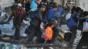 Habitantes dejan Homs el lunes pasado