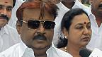 மனைவி மற்றும் கட்சி சட்டமன்ற உறுப்பினர்களுடன் தேமுதிக தலைவர் விஜயகாந்த்