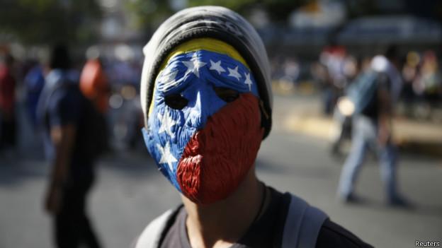 Manifestante em 16 de fevereiro, em Caracas | Foto: Reuters