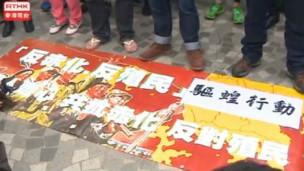 香港市民在尖沙咀抗议内地自由行游客
