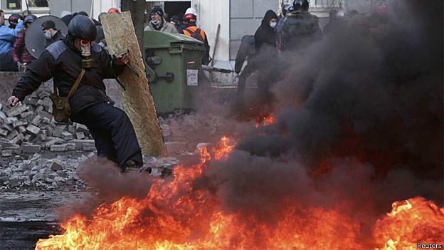 Ucrânia vive outro dia de protestos sangrentos e com mortes