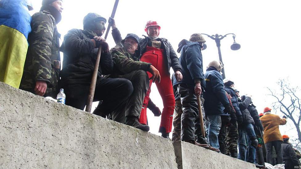 Люди на баррикаде