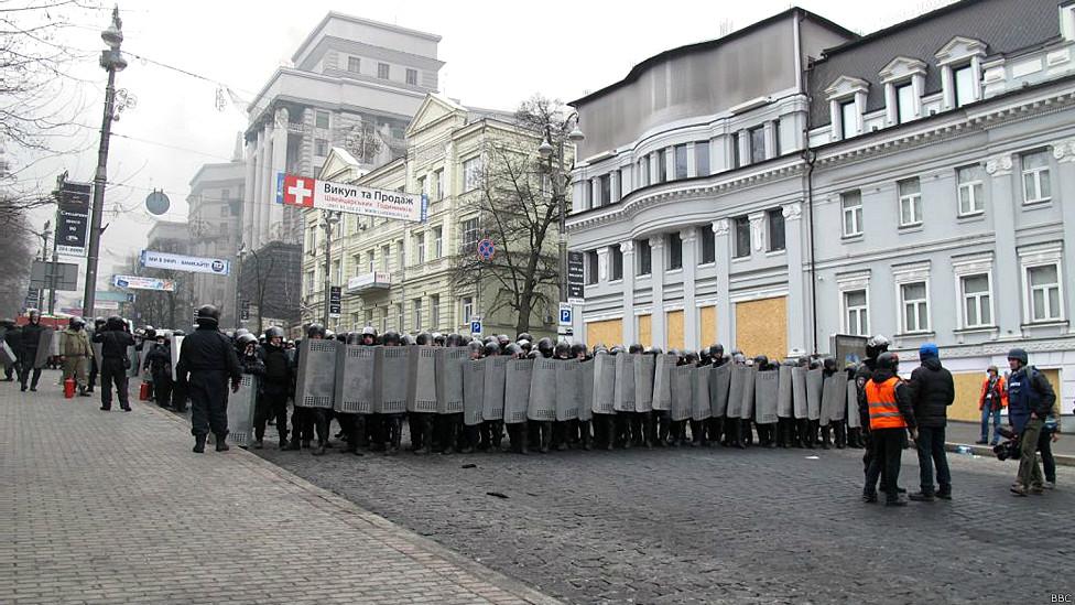 Милиция перекрывает улицу Грушевского