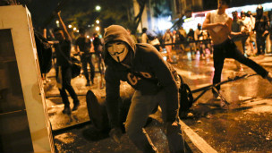 Manifestante enmascarado en Venezuela