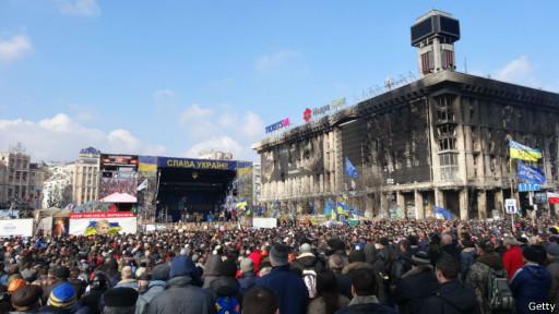 Manifestantes anti-governo, em Kiev