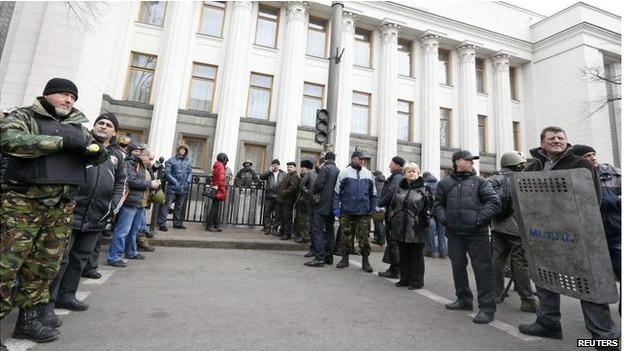 Manifestantes em Kiev