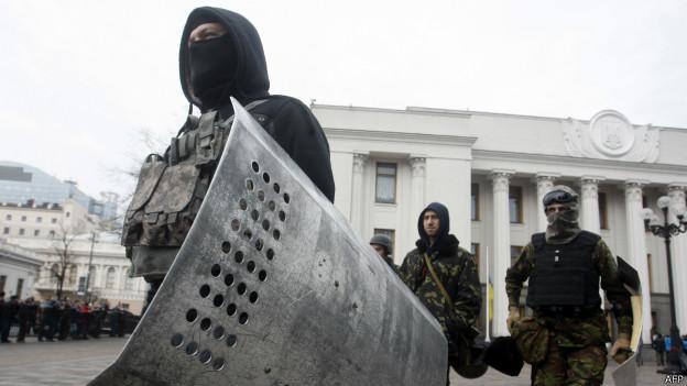 Ucrania: el Ucrania: Parlamento destituyó al presidente y anunció elecciones para mayo